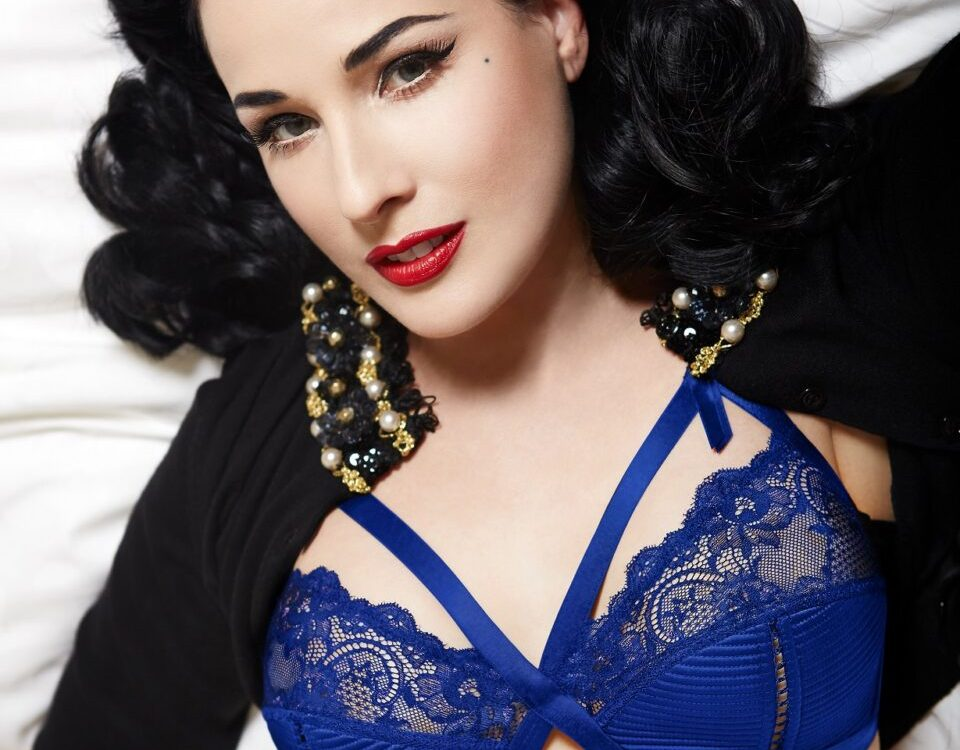 images pics low res dita s3 041 final c version 3 darker blue 960x750 - Dita Von Teese AW17 official press-release